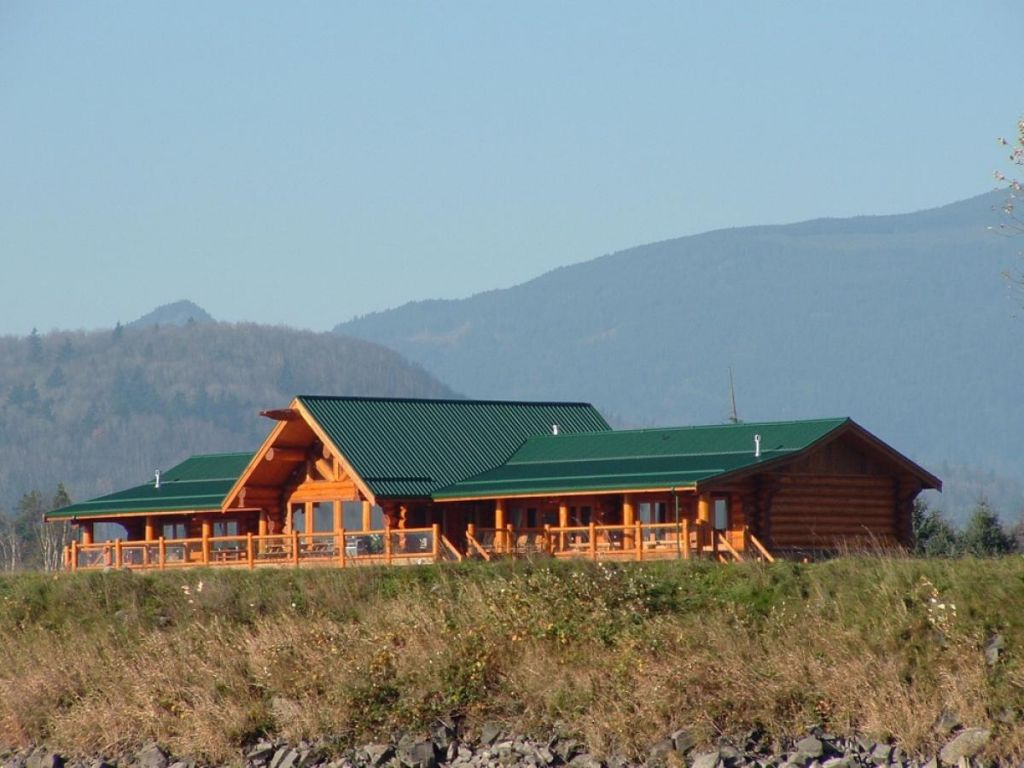 Fraser river lodge fly fishing lodge fly dreamers for British columbia fishing lodges