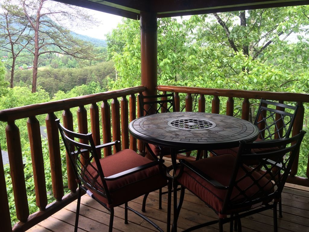 Across the trail fly fishing lodge fly dreamers directory for Fishing in pigeon forge tn