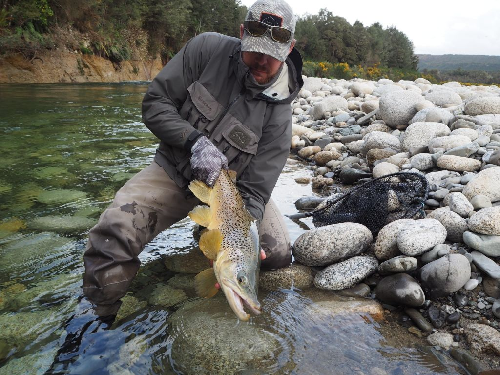Troutseekers guiding new zealand fly fishing guide fly for Fly fishing casting
