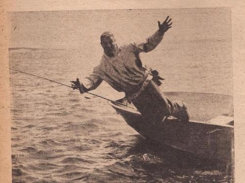 Por Charles R. Meyer. Revista Safari - Año VI - Nº 45 - 1976. Colección de Noel Pollak.. Recientemente, un pescador vestido con botas de goma y capucha, se ahogó al ser arrastrado con su canoa río abajo por una corriente.