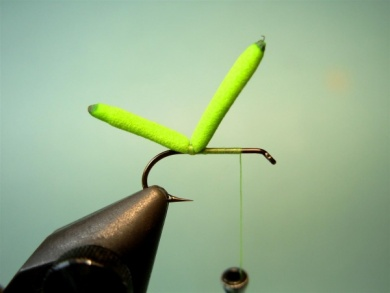 Fly tying - Inchworm - Step 2