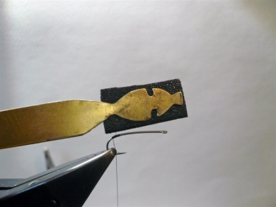 Fly tying - Gaja's Winged Fishing Beetle - Step 3