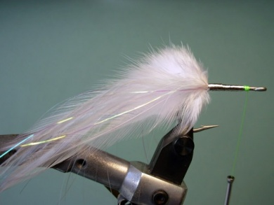 Fly tying - Lefty's Deceiver - Step 3