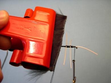 Fly tying - Cousin Itt - Step 6