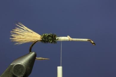 Fly tying - PMX Sparkle Orange - Step 2