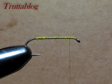 Fly tying - The Slinky Damsel - Step 2