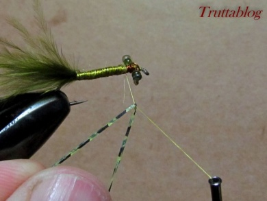 Fly tying - The Slinky Damsel - Step 8