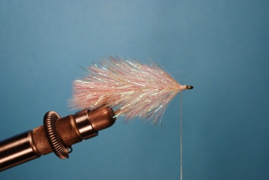 Fly tying - Pearl Shad - Step 3