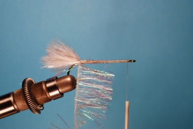 Fly tying - Pearl Shad - Step 2