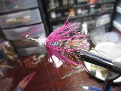 Fly tying - Blue & Pink - Step 12