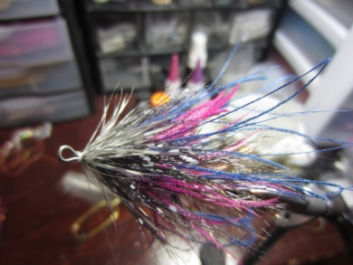 Fly tying - Blue & Pink - Step 17