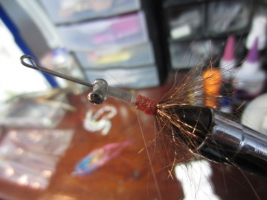 Fly tying - Blue & Pink - Step 3