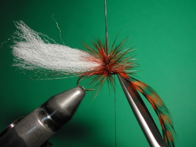 Fly tying - Paraloop with wings - Step 11