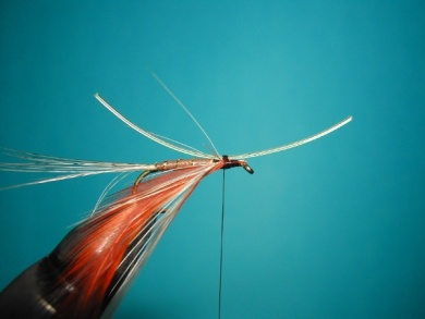 Fly tying - Parachute with rooster fiber wings - Step 4
