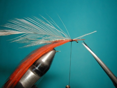 Fly tying - Parachute with rooster fiber wings - Step 3