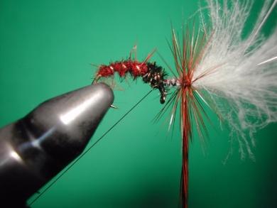 Fly tying - Parachute loop wings - Step 12