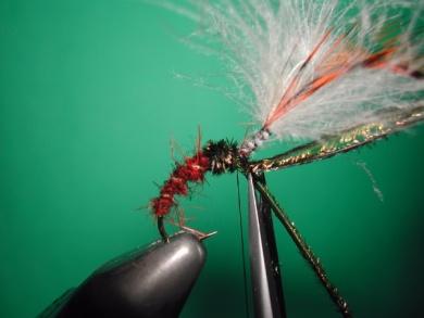 Fly tying - Parachute loop wings - Step 11
