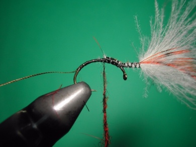 Fly tying - Parachute loop wings - Step 8