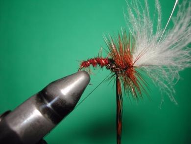Fly tying - Parachute loop wings - Step 13