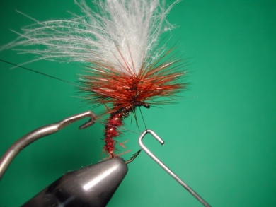 Fly tying - Parachute loop wings - Step 15