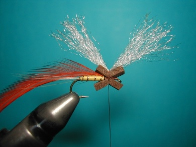 Fly tying - Hackle oriented forward to 45° - Step 3