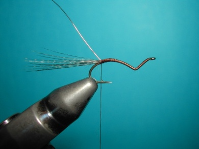 Fly tying - Hook bent fly - Step 5